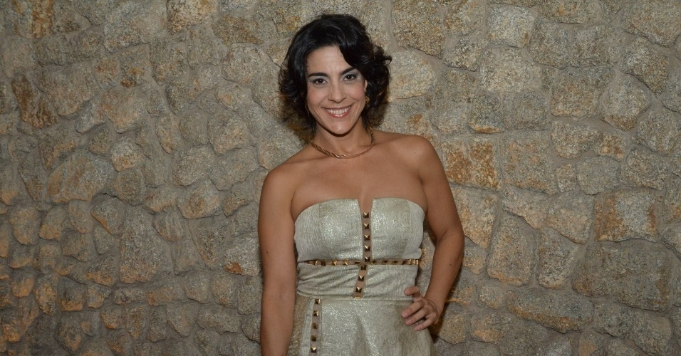 """29.abr.2013: Izabela Bicalho chega para assistir ao primeiro capítulo de """"Sangue Bom"""""""