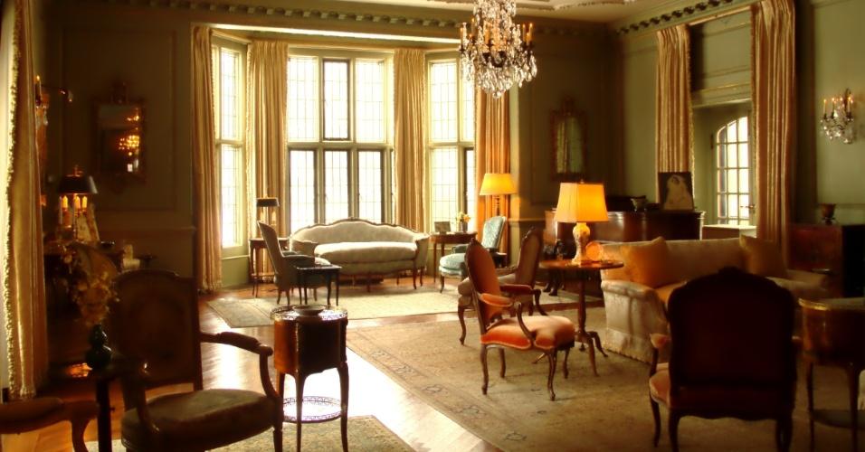 A Formal Room, uma sala em estilo francês do século 18 decorada com obras de arte assinadas por Renoir e  Paul Cézanne, é o ambiente onde os Ford recebiam os visitantes. Construída em 1926, em Detroit, nos Estados Unidos, a Edsel & Eleanor Ford House serviu como residência do único filho do empresário Henry Ford que, em 2013, completaria 150 anos