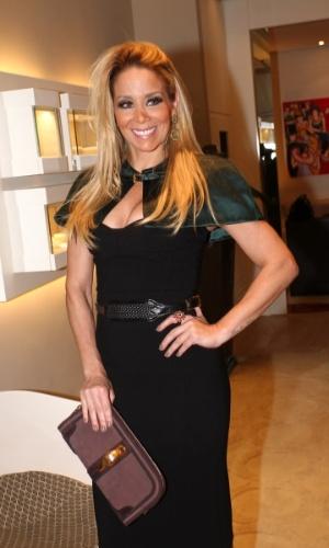 30.abr.2013 - Danielle Winits prestigiou o lançamento de uma coleção de joias em uma loja em São Paulo