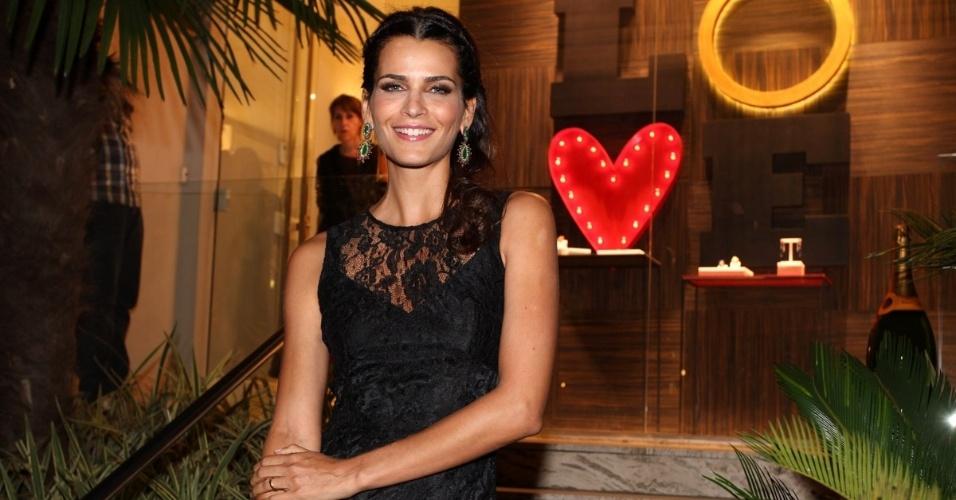 30.abr.2013 - Fernanda Motta prestigiou o lançamento de uma coleção de joias em uma loja em São Paulo