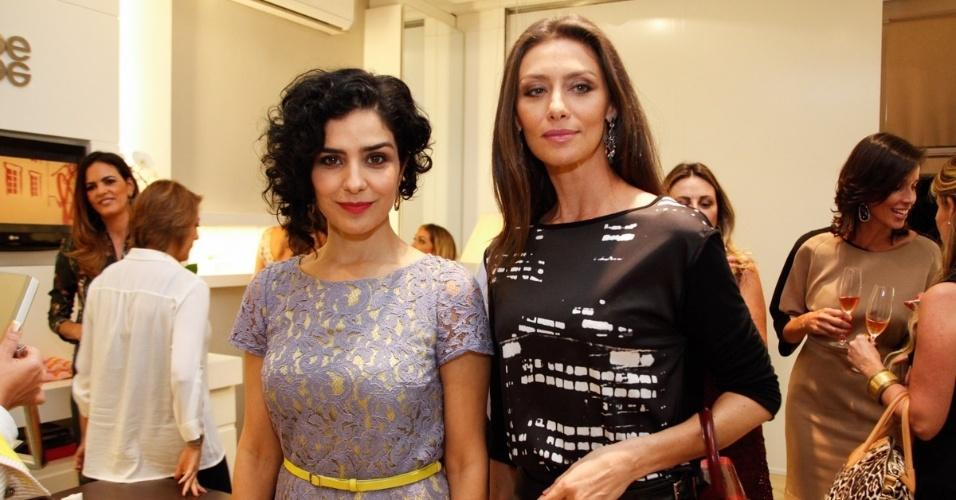 30.abr.2013 - Letícia Sabatella e Maria Fernanda Cândido prestigiaram o lançamento de uma coleção de joias em uma loja em São Paulo