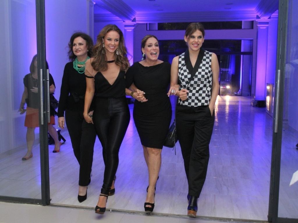 30.abr.2013 - Rosamaria Murtinho, Paola Oliveira, Susana Vieira e Bárbara Paz posam juntas em lançamento da novela