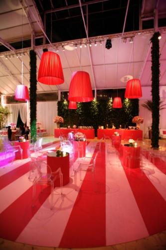 As cores da marca de moda íntima Victoria?s Secret, a preferida da aniversariante, estiveram presentes em todos os detalhes desta festa decorada por Cristina Buchain