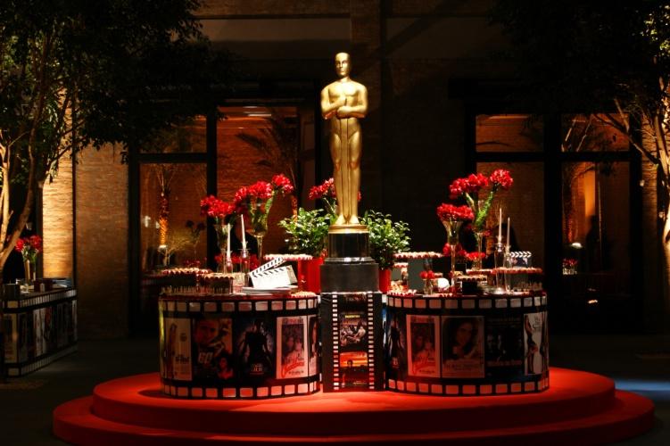 O tema dessa comemoração de aniversário foi o Oscar. Uma réplica da estatueta da premiação de cinema foi o centro da mesa de doces