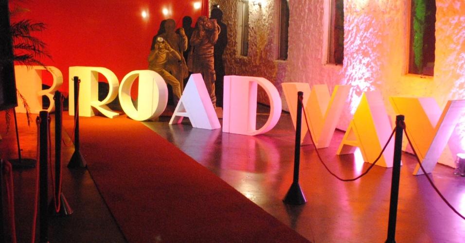 O tema Broadway foi desenvolvido pela decoradora Roberta Niemeyer (www.robertaniemeyer.com.br) para agradar uma adolescente fã de musicais