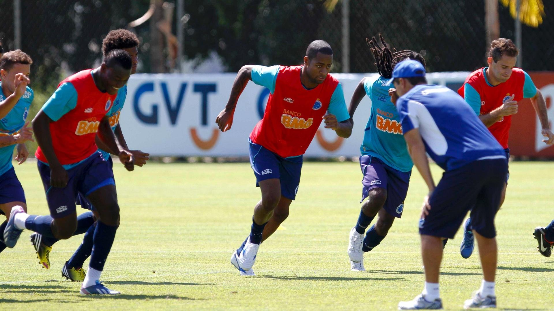Zagueiro Dedé durante treino do Cruzeiro na Toca da Raposa II (30/4/2013)
