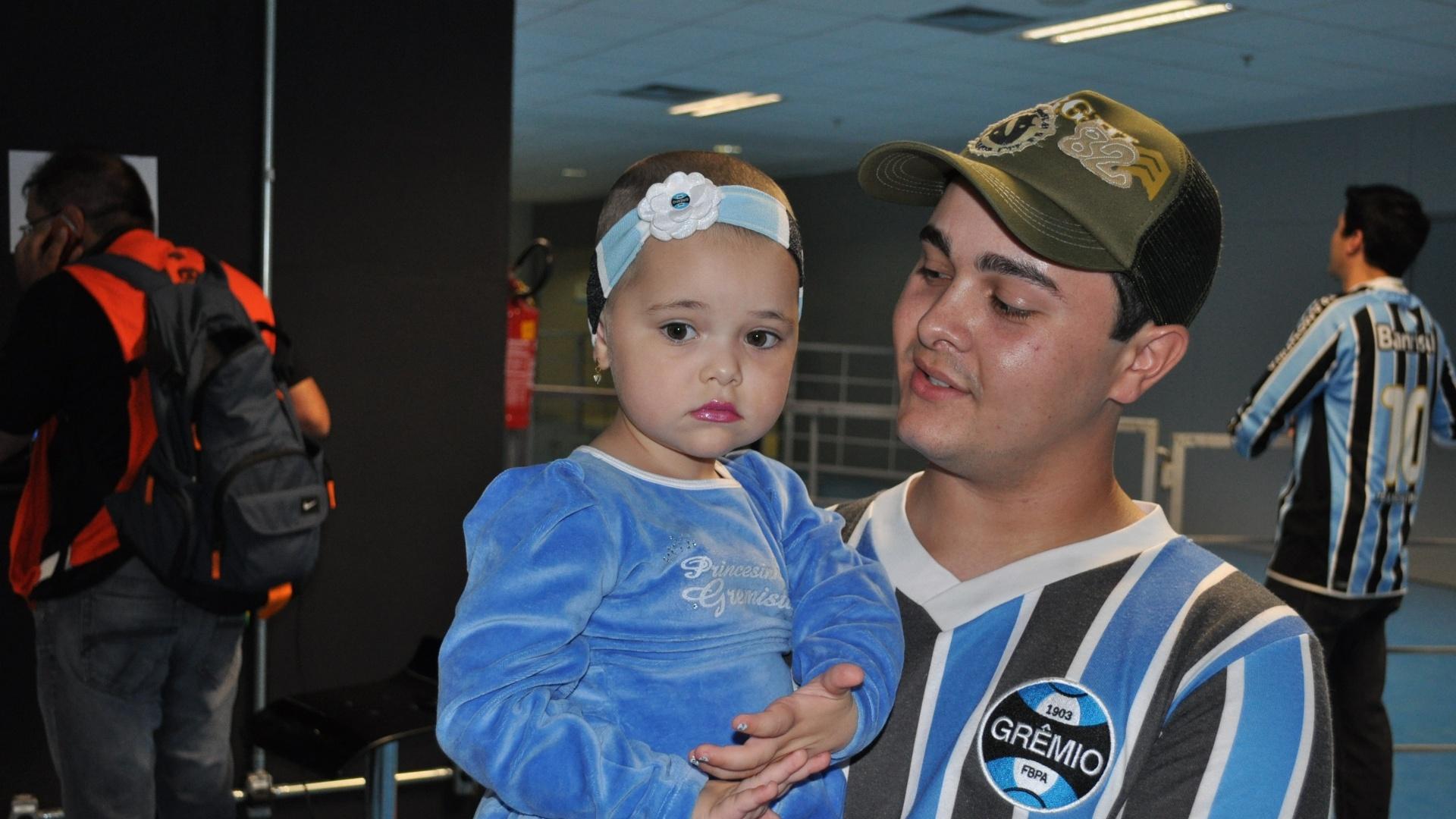 01.Mai.2013 - Piratinha chega na Arena pela primeira vez e acompanha o Grêmio