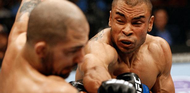 Robbie Peralta (d) e Akira Corassani se enfrentaram no UFC on Fuel 9
