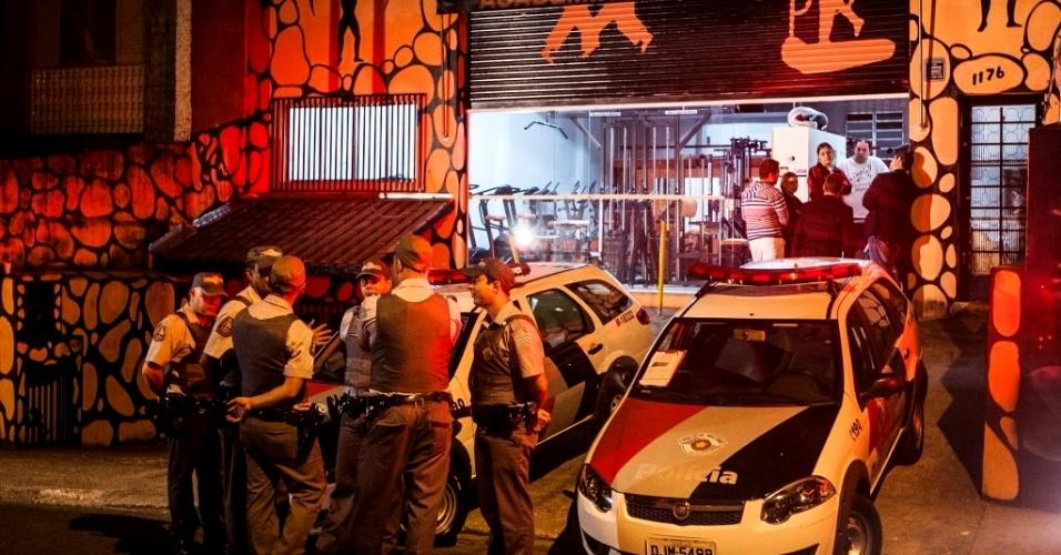 1º.mai.2013 - Empresário foi morto com um tiro na barriga durante assalto na zona norte de São Paulo. Mesmo sem reagir, ele acabou baleado e morto quando deixava o estabelecimento de moto. Fernando Guerreiro Abdala, 29, era dono da academia que fica na Estrada do Sabão, no Jardim Maristela