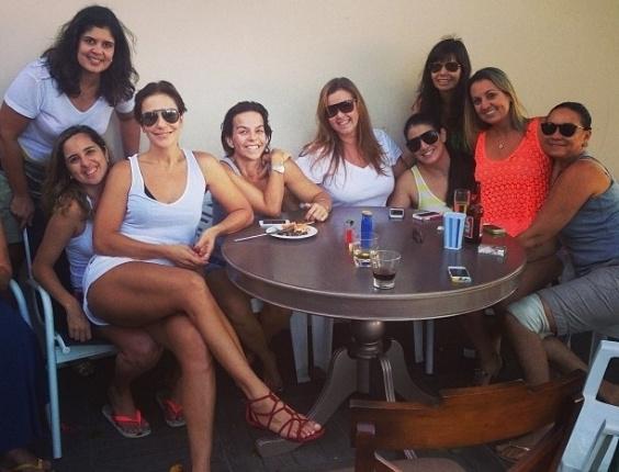1.mai.2013- Ivete Sangalo curtiu o feriadão com os amigos e a família em sua casa na capital baiana.