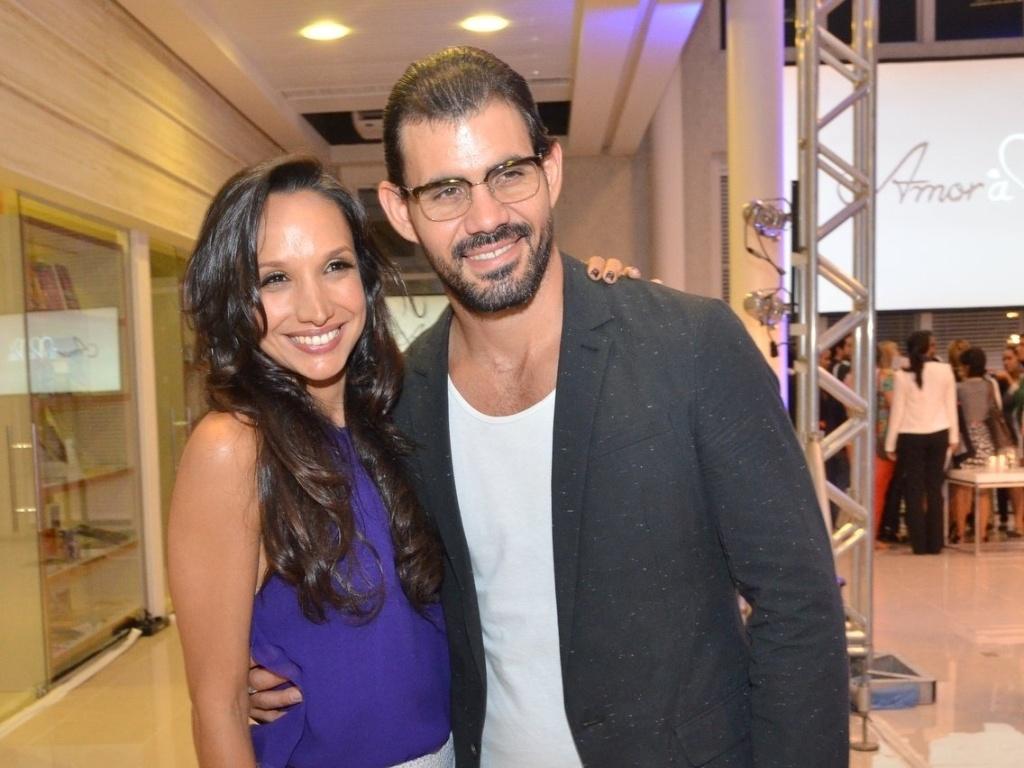 30.abr.2013 - Maria Naya e Juliano Cazarré posam para fotos no lançamento da novela