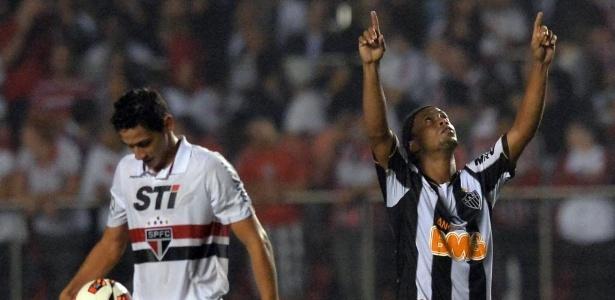 """Ronaldinho Gaúcho não conteve à emoção ao marcar contra o São Paulo: """"Aqui é Galo"""""""