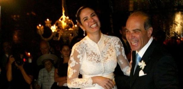 19.ago.2006 - Apresentadora Luciana Gimenez e o sócio da Rede TV Marcelo de Carvalho, durante a festa de casamento, em Ilha Bela, São Paulo