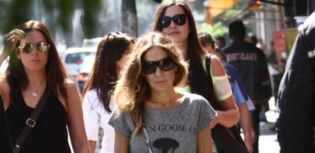 2.mai.2013 - Sorridente, atriz Sarah Jessica Parker passeia pelas ruas de So de Paulo