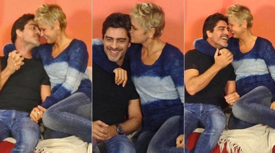 2.mai.2013 - Xuxa e Junno Andrade trocaram carícias e beijos nos bastidores do