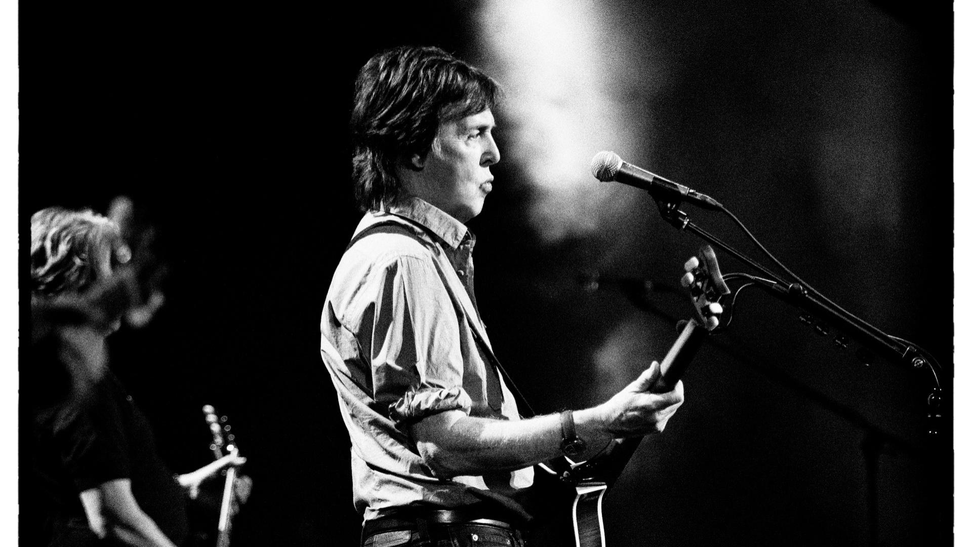Paul McCartney chega ao Brasil para a primeira apresentação da turnê