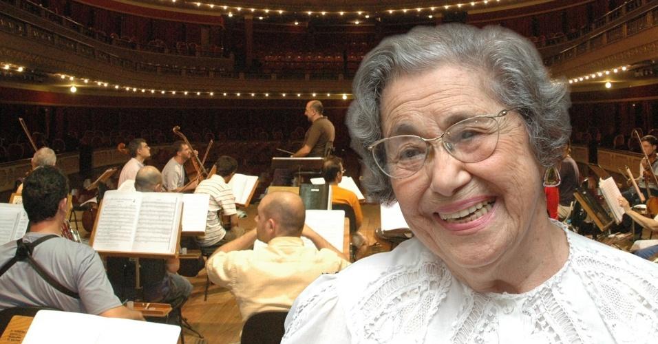 """3.mai.2013 - Aos 98 anos, a mineira Adelci Paulino entrou para o """"Guinness World Records"""" como a violinista profissional mais velha. Ela, que toca na Orquestra Sinfônica Municipal de Santos, litoral de São Paulo, atuou também como membro da Orquestra Sinfônica Brasileira (1940), além de ter participado da Orquestra de Câmara da Sociedade Bach e da Orquestra de Concertos de São Paulo"""