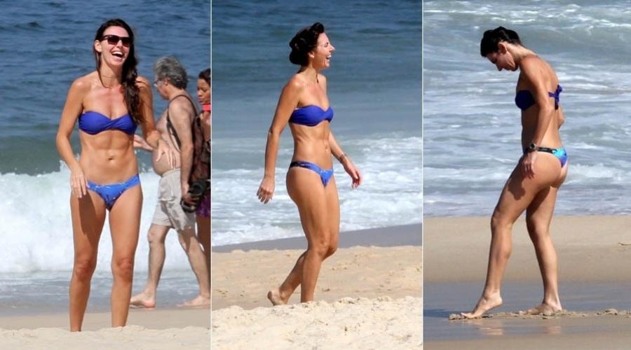 3.mai.2013 - Glenda Kozlowski exibe barriga sarada em praia do Rio