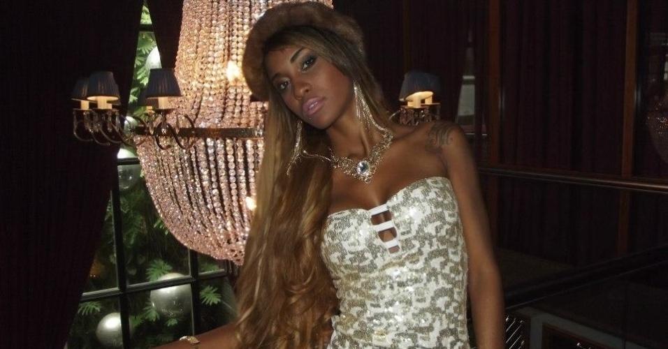 """Uma das representantes do """"funk de ostentação"""", Fabiana Ferreira, a MC Byana, decidiu investir em um estilo que está forte em São Paulo. Antes um território ocupado só por homens que usavam correntes de ouro, carrões e sempre acompanhados por mulheres saradas, a garota quebrou o tabu e enveredou para o estilo com faixas como """"Luxúria"""""""