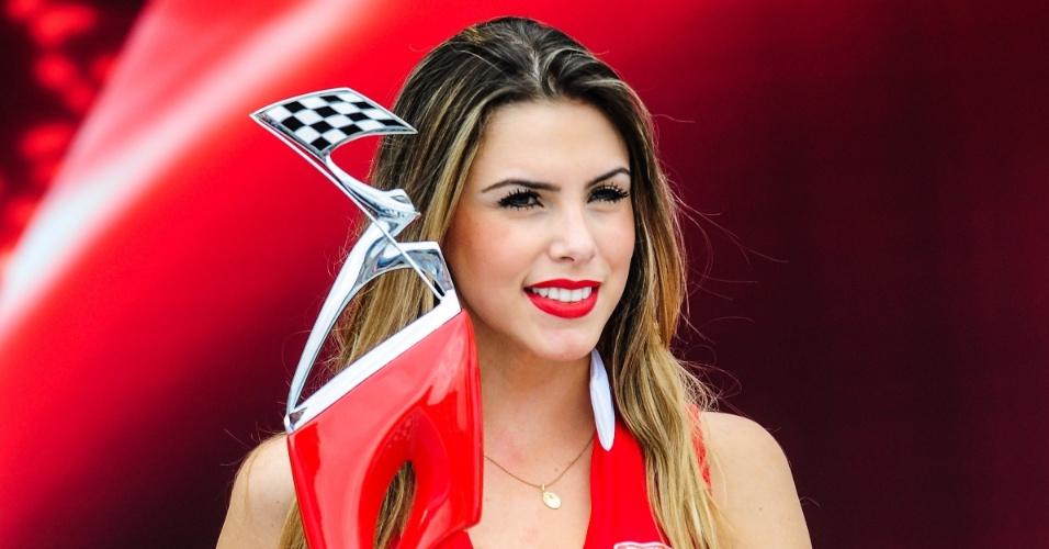 04.maio.2013 - Enquanto pilotos corriam no Anhembi, gatas chamaram a atenção na Fórmula Indy em São Paulo