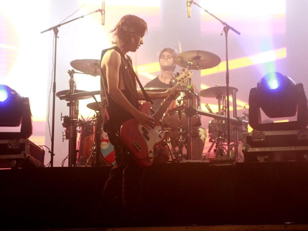 5.mai.2013 - A banda Restart apresenta nova turnê 2013 no HSBC Brasil, em São Paulo. O guitarrista PeLu disse, em entrevista ao UOL, que se baseia num cenário mais pop na composição das novas músicas da banda.