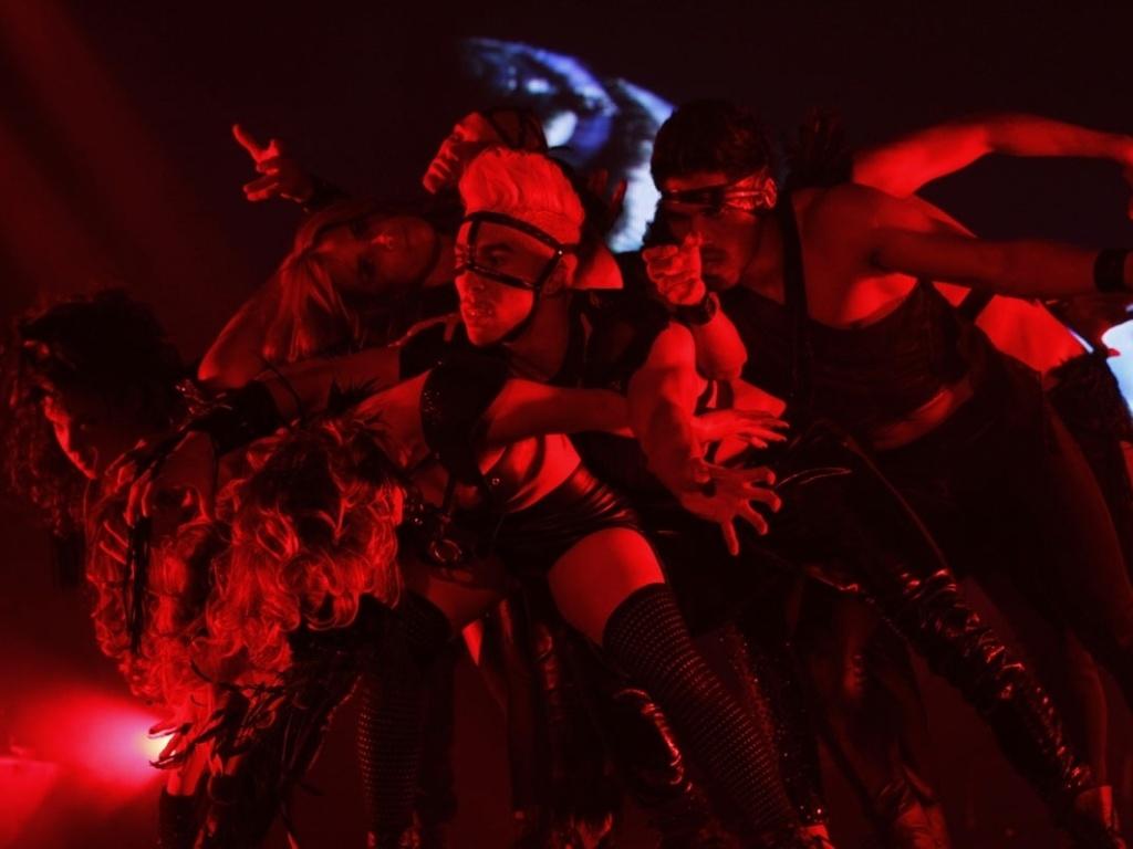 5.mai.2013 - Bailarinos e Wanessa na