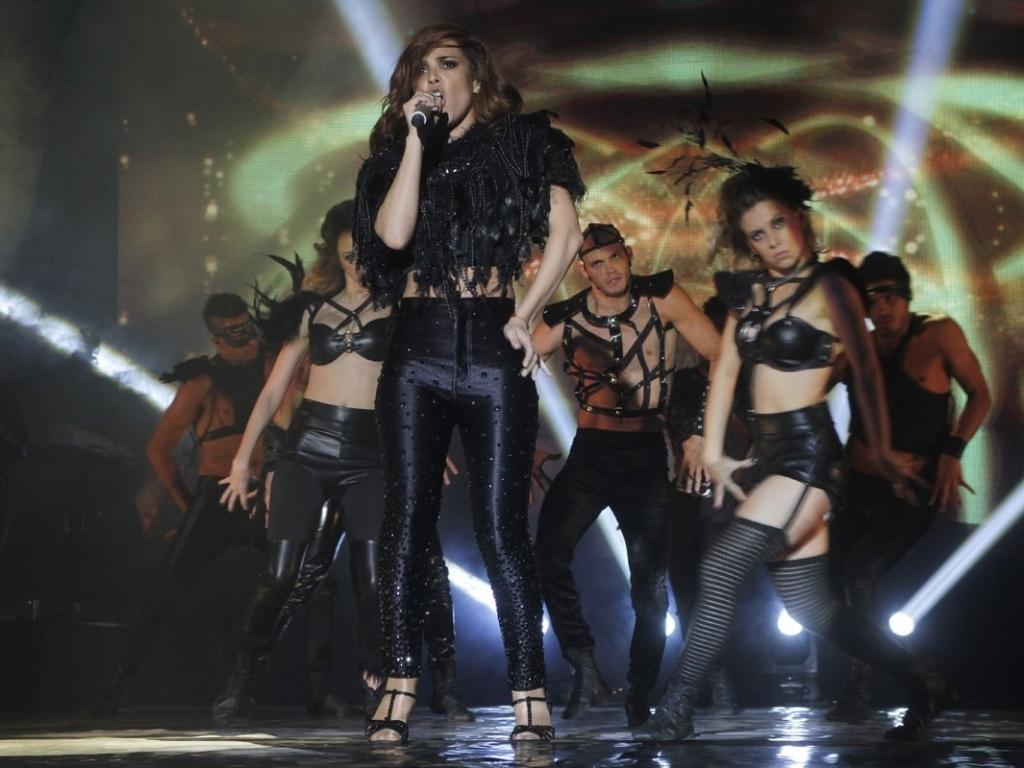 5.mai.2013 - Conhecido por coreografar Beyoncé, Rihanna, Lady Gaga e Usher, o coreógrafo Bryan Tanaka que dirigiu o DVD