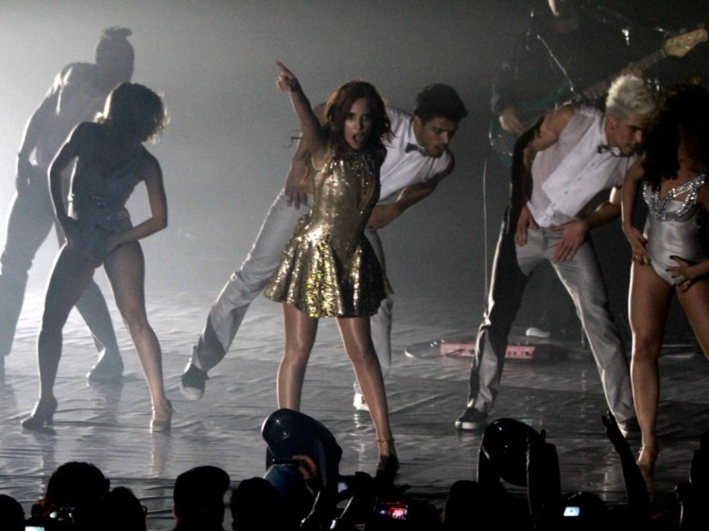 5.mai.2013 - Wanessa muda de figurino para a parte final do show