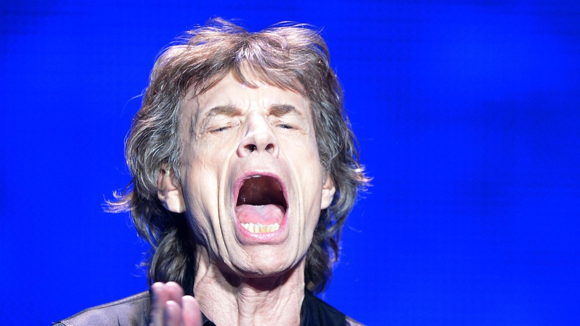 03.mai.2013 - A disposição para fazer gestos exagerados de Jagger, entretanto, não parecem ter sido afetada pelo desempenho nas bilheterias