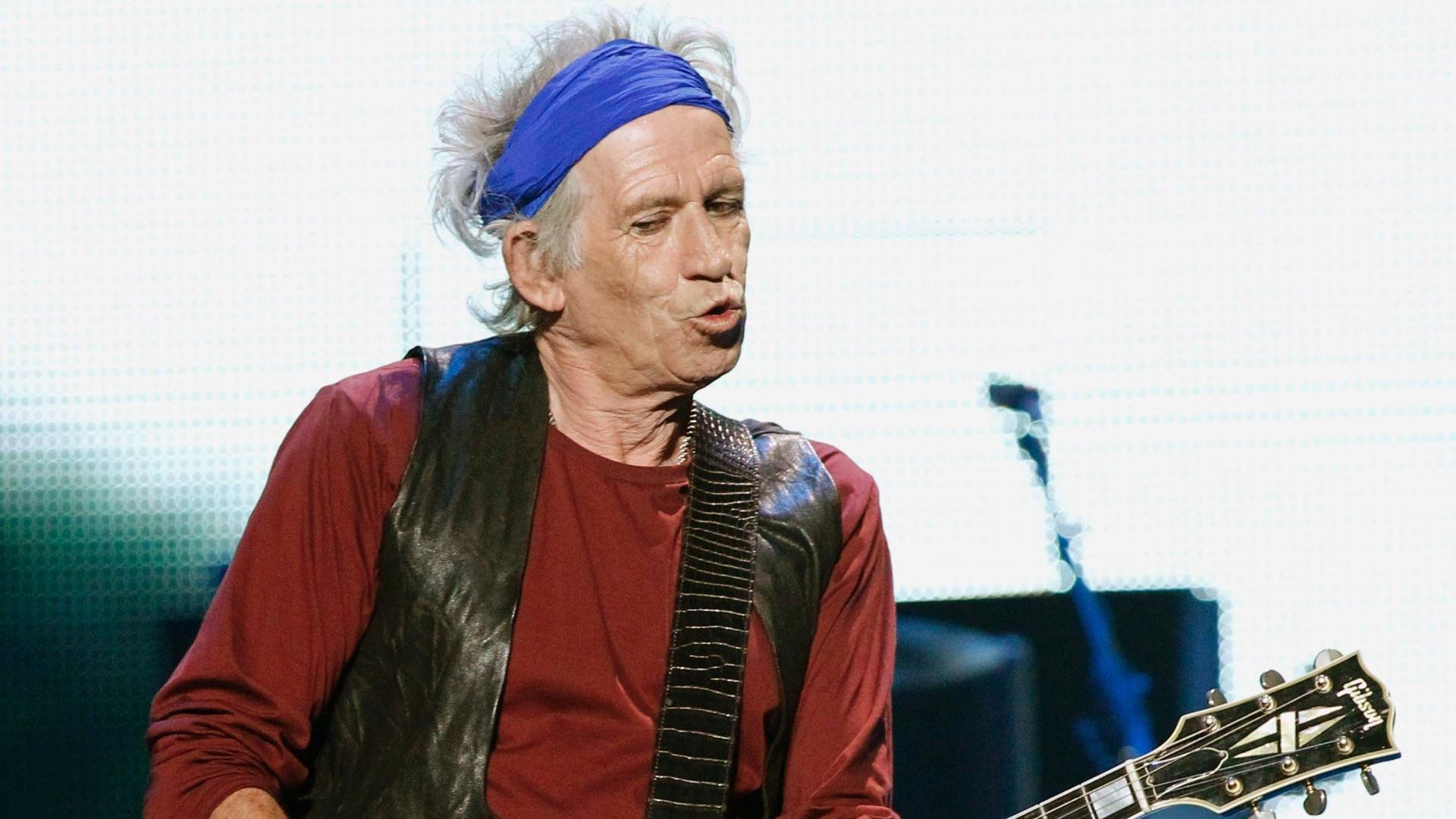 03.mai.2013 - O guitarrista Keith Richards, de 69 anos, durante o show que abriu a turnê americana