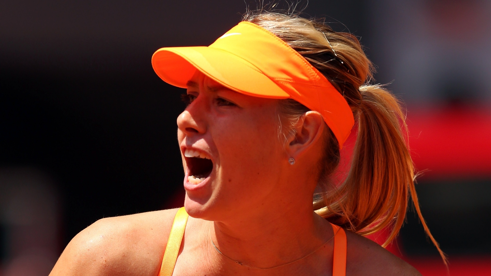 06.mai.2013 - Maria Sharapova vibra aps conquistar ponto na partida contra Alexandra Dulgheru pelo Torneio de Madri