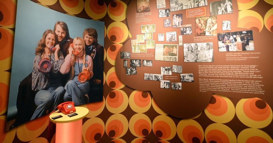 6.mar.2013 - As paredes do museu do ABBA, em Estocolmo, estão repletas de recortes de jornais, cartas de fãs e vídeos para recontar a história de sucesso do grupo sueco