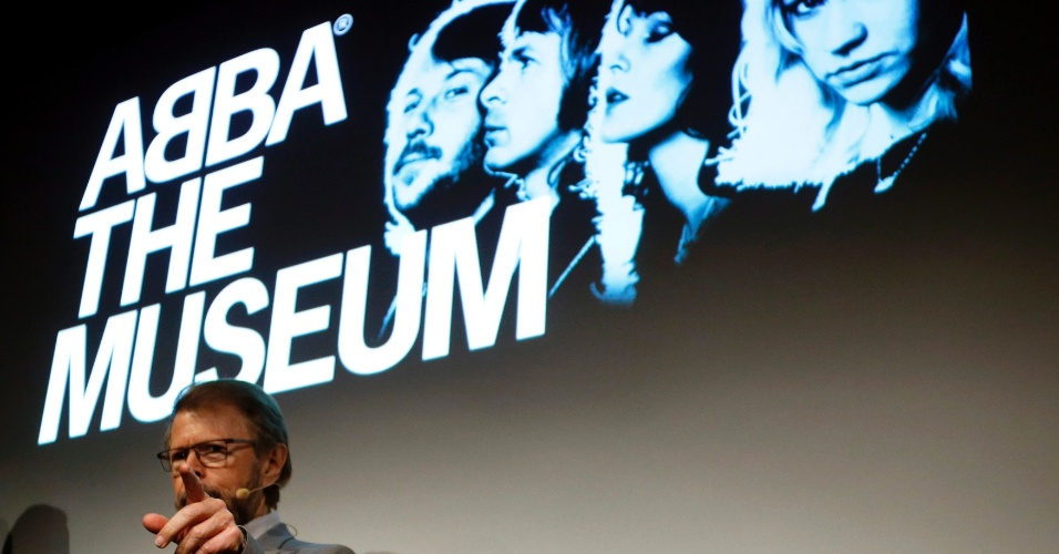 """6.mar.2013 - Ex-integrante do ABBA, Bjorn Ulvaeus participa da inauguração de """"ABBA - O Museu"""" em Estocolmo, na Suécia. O local reúne discos, roupas e artigos históricos da banda que foi fenômeno na década de 70 e 80"""