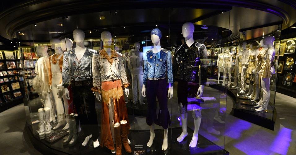 """6.mar.2013 - Figurinos extravagantes e botas cintilantes fazem parte do museu dedicado ao grupo pop, dono dos hits """"Dancing Queen"""" e """"Fernando"""""""