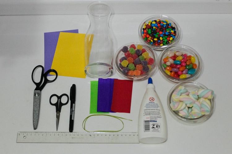 materiais para confecção de enfeite de mesa para festa infantil, opção de menino e menina