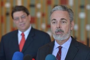Os ministros das Relações Exteriores de Cuba, Bruno Eduardo Rodríguez Parrilla, e do Brasil, Antonio Patriota, concedem entrevista no Palácio Itamaraty