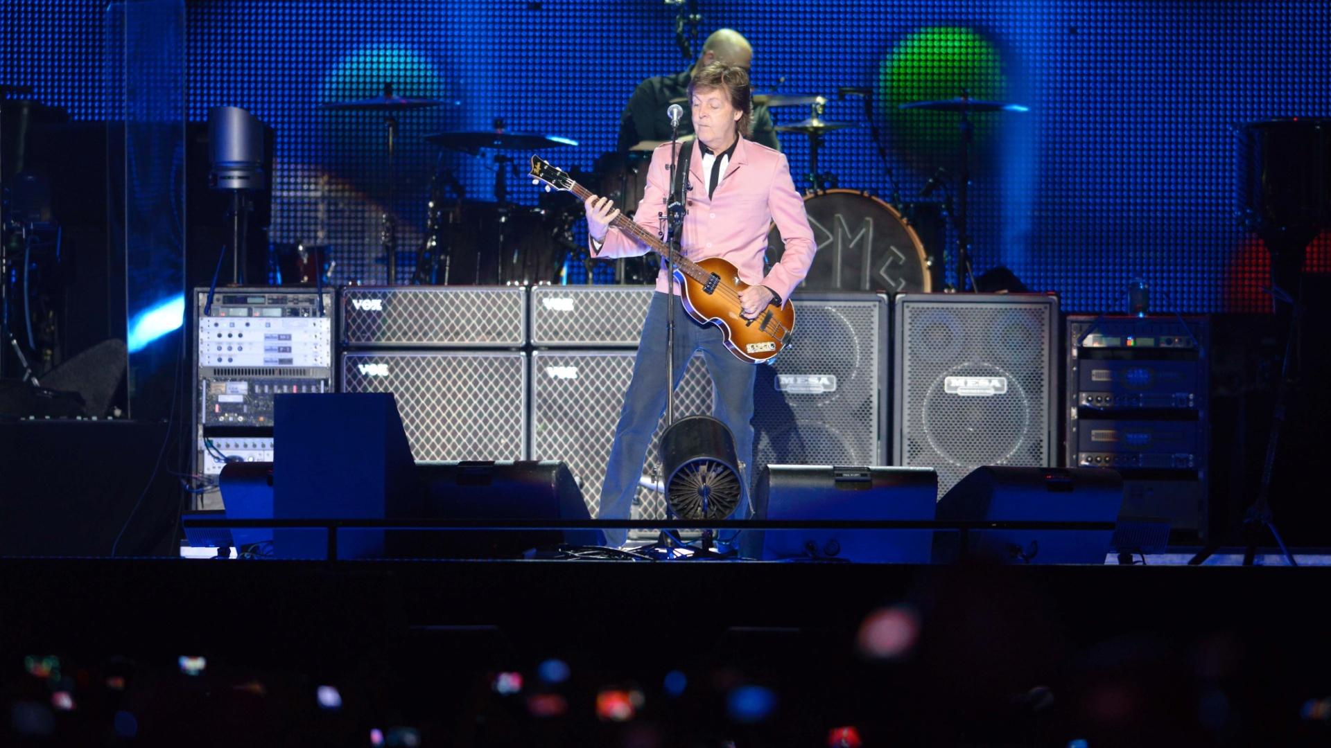 6.mai.2013 - Em 2012, Paul comemorou os 40 anos do início de sua primeira turnê solo. Nas últimas décadas, o artista se apresentou em diversos estádios, casas de show e locais inusitados e marcantes como o Coliseu de Roma; a Praça Vermelha, em Moscou; e a Casa Branca, em Washington