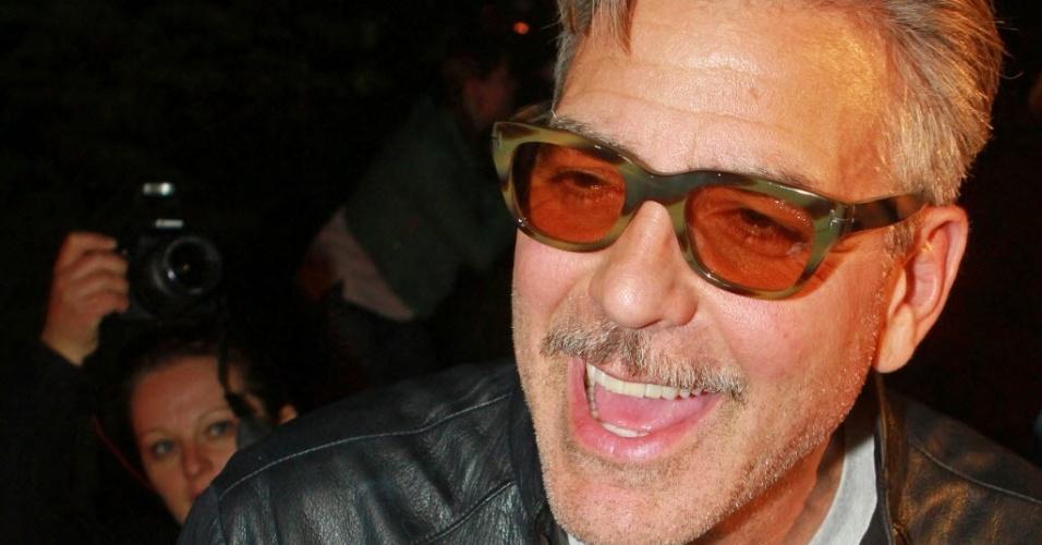 6.mai.2013: George Clooney comemora seu aniversário de 52 anos em um restaurante asiático de Wernigerode, no norte da Alemanha