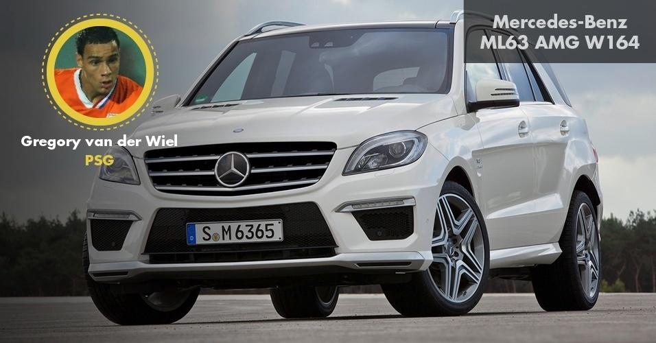 Gregory van der Wiel é dono de uma Mercedes-Benz ML 63 AMG W164, que custa R$ 480 mil