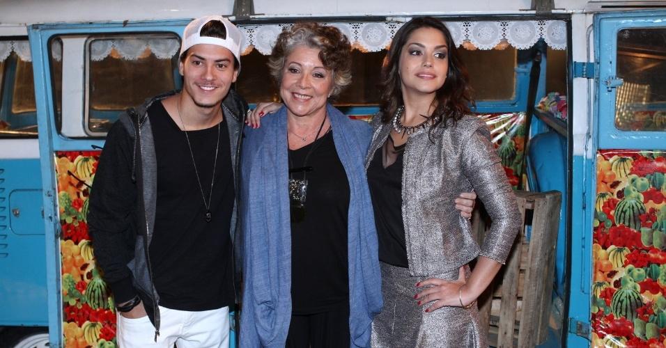 Os atores Arthur Aguiar, Ângela Leal e Thais Fersoza apresentam a novela