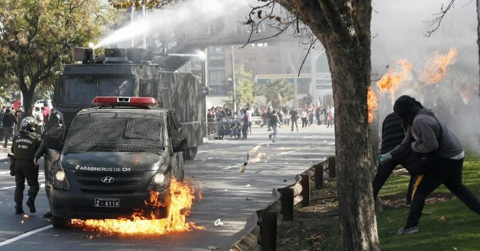 08.mai.2013 - Estudantes protestaram nesta quarta-feira (8) em Santiago contra a reforma do sistema educacional promovida pelo governo