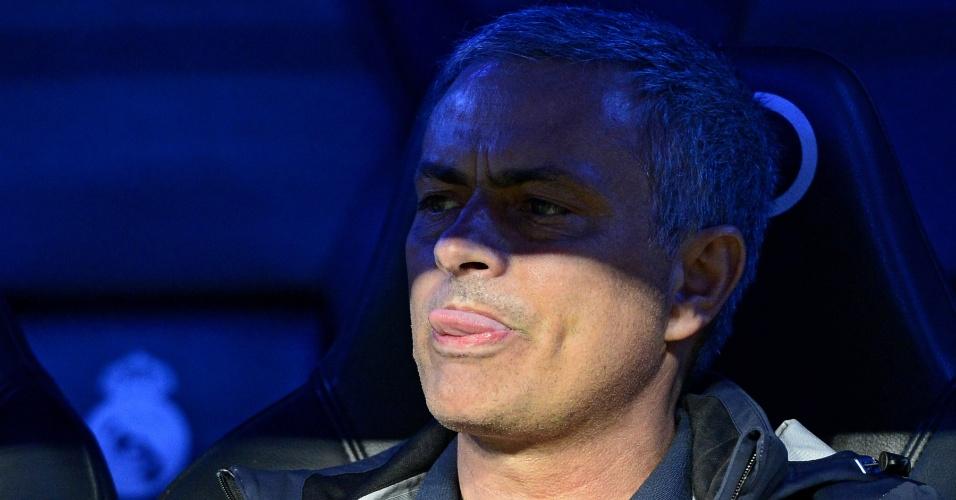 08.mai.2013 - Técnico do Real Madrid, José Mourinho, mostra a língua durante a partida contra o Málaga
