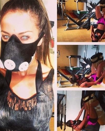 8.mai.2013 - Para obter melhores resultados nos treinos, Lizzi Benites faz um abdominal suspensa com a ajuda de um saco de boxe usando uma máscara que simula altas altitudes