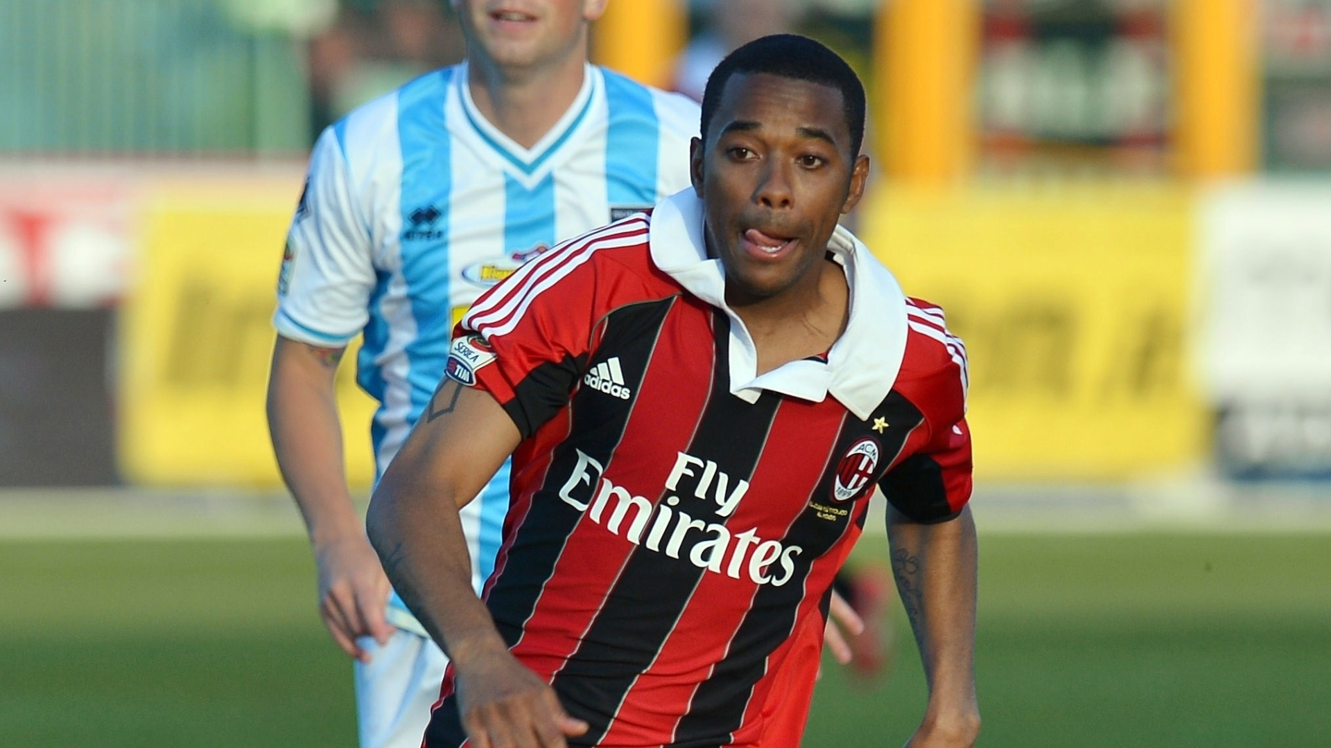 8.mai.2013 - Robinho voltou a ser titular do Milan na partida com o Pescara e deu duas assistncias