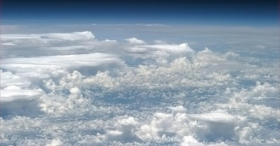 8.mai.2013- Astronauta Chris Hadfield publicou em seu Facebook esta imagem de uma tempestade sobre a Amazônia, direto da Estação Espacial Internacional, que fica a cerca de 400 km de distancia da Terra