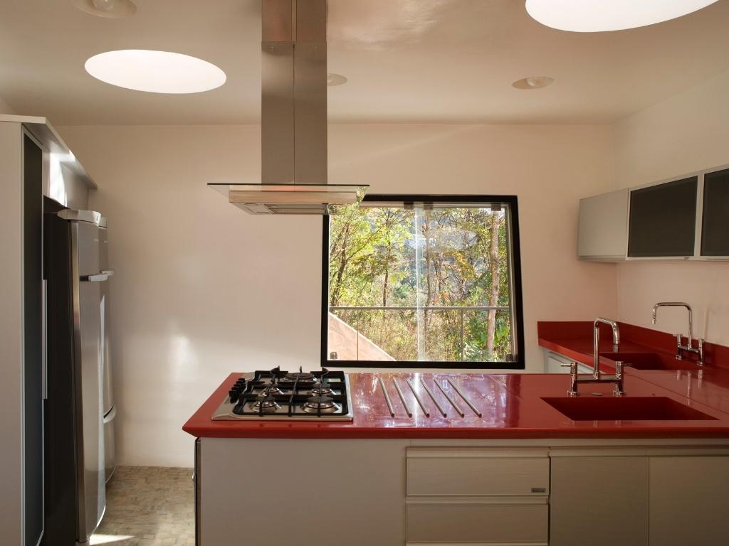 cozinha da Casa PL com arquitetura de Fernando Maculan e Pedro #6B3E2C 1024 768