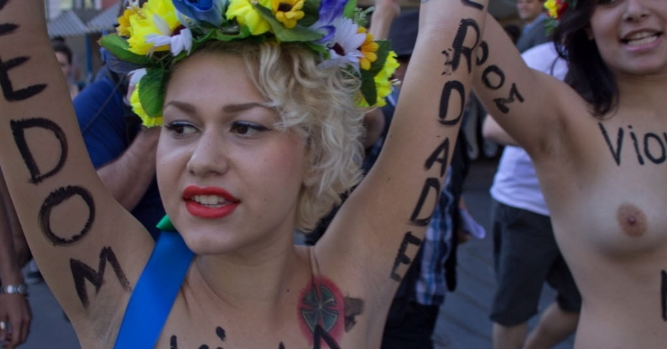 Lder do Femen no Brasil, Sara Winter comanda manifestao em So Paulo