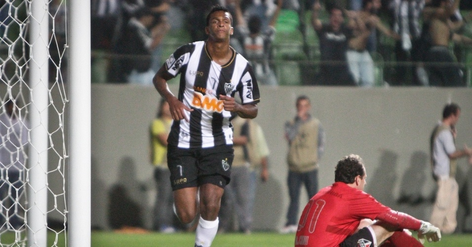 09/05/2013 - Jô, que marcou três gols contra o São Paulo,contou que Rosinei foi repreendido