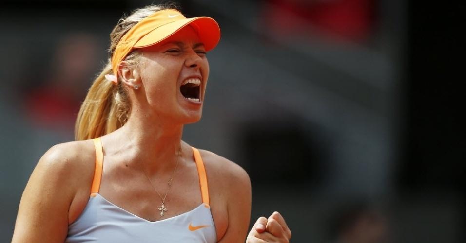 09.mai.2013 - Maria Sharapova grita após conquistar ponto na partida contra a alemã Sabine Lisicki em Madri