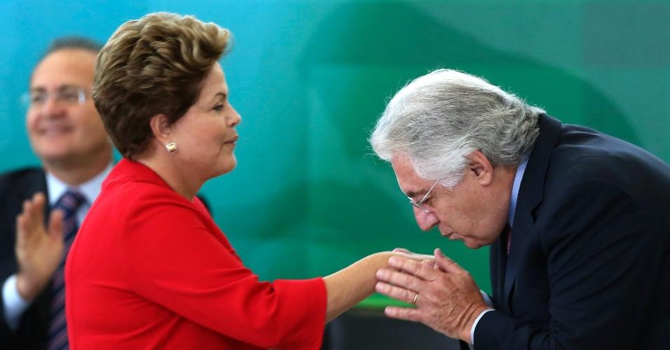 9.mai.2013 - A presidente Dilma Rousseff participa da cerimônia de posse do ministro-chefe da Secretaria da Micro e Pequena Empresa, Guilherme Afif Domingos, em Brasília, nesta quinta-feira (9)